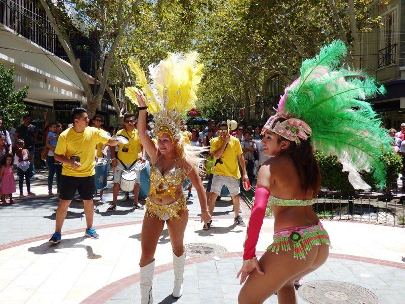 El carnaval por siempre chimbas brill en el microcentro for Casa musica microcentro