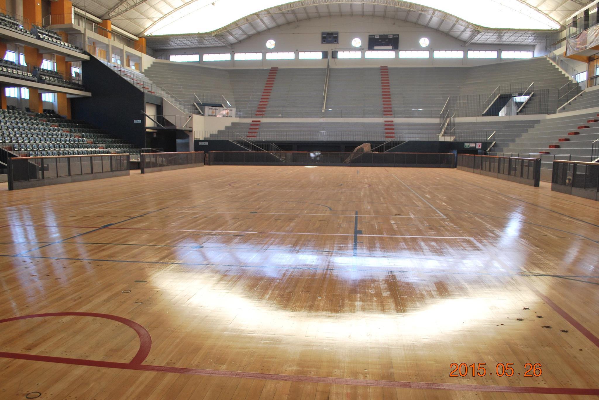 El parquet del estadio aldo cantoni luce como nuevo for Como dejar el parquet como nuevo