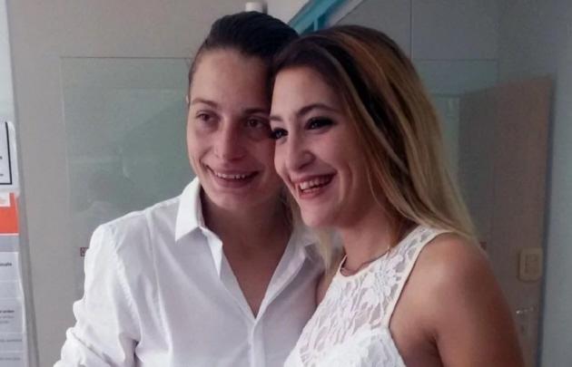 Golpean y arrestan a lesbiana por besar a su esposa en público