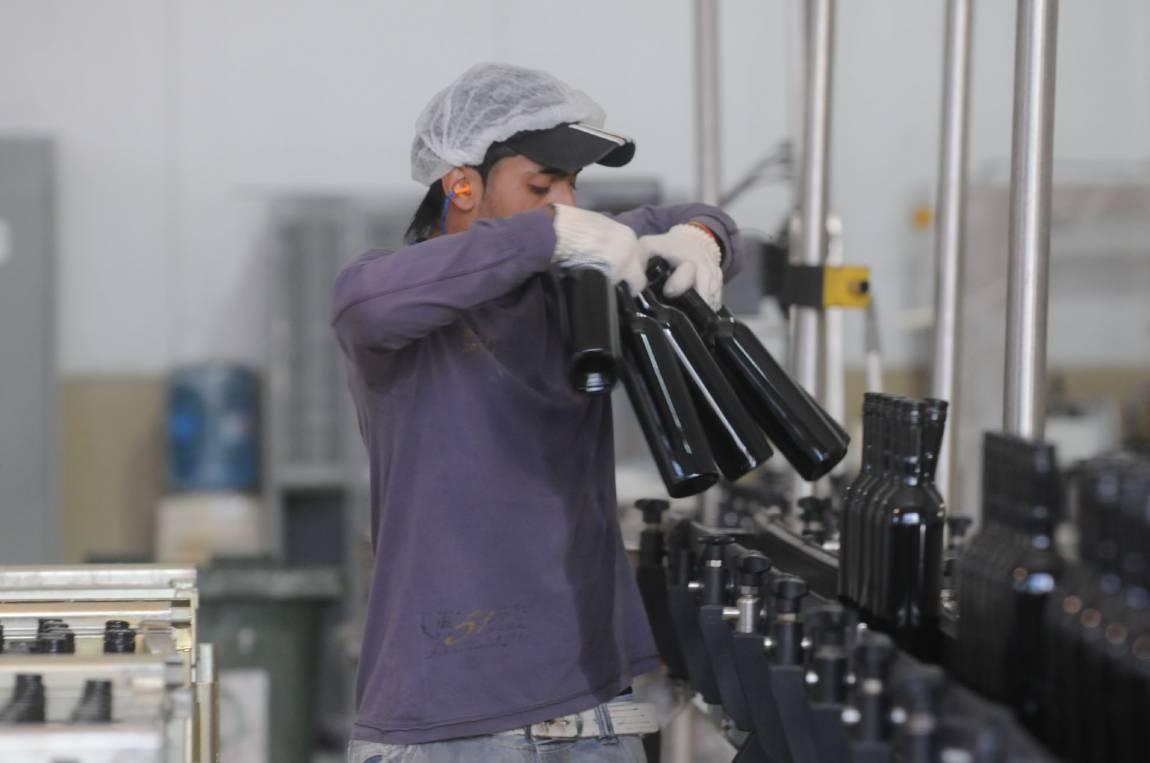 El Ministro de Producción dijo que es incongruente — Impuesto a vino