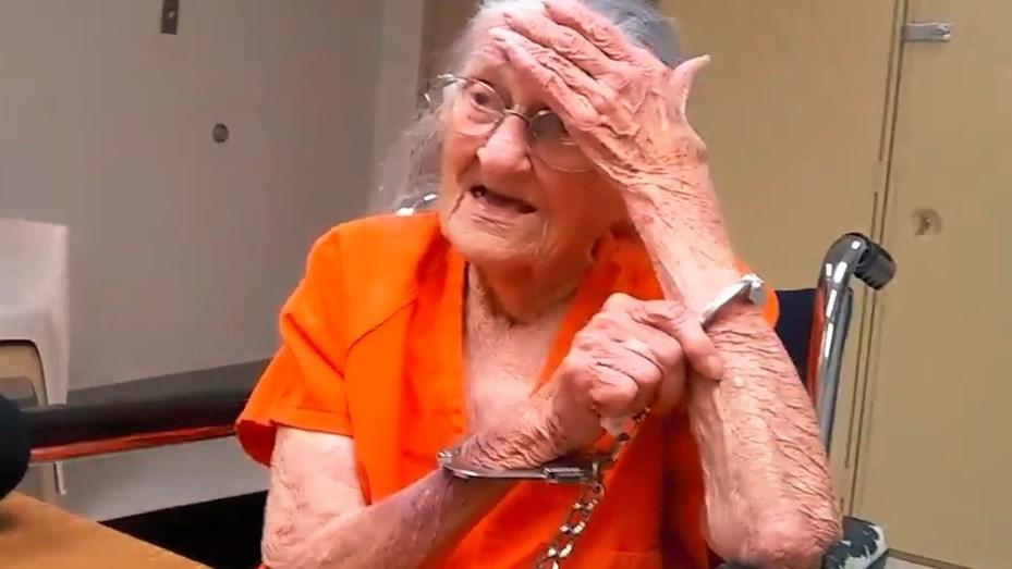 Arrestan a mujer de 93 años por no pagar el asilo