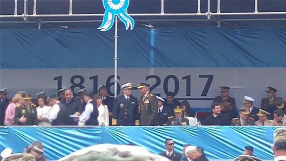 Argentina hace desfile militar internacional por 207 años Revolución de Mayo