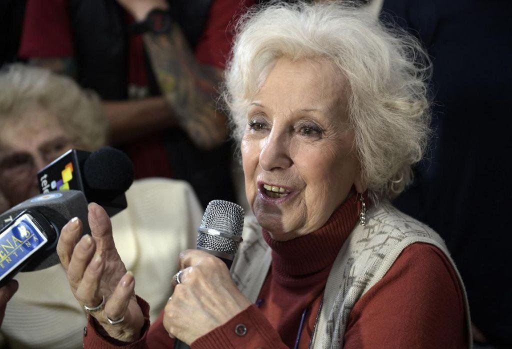 Argentina: Pañuelos blancos son símbolos de luchas