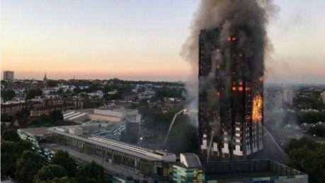 Un incendió devoró por completo un edifico de 27 pisos