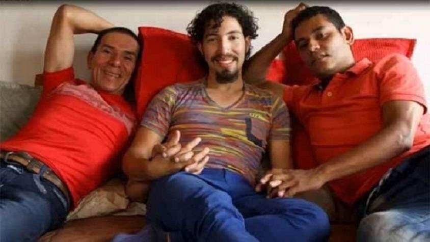 Tres hombres contraen matrimonio poliamoroso en Colombia