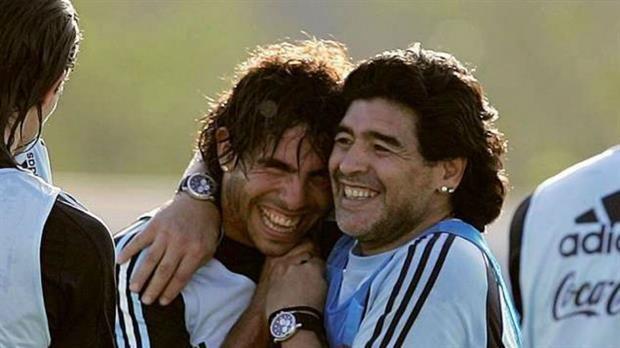 Entre Tevez y Riquelme, Maradona se queda con 'el Apache'