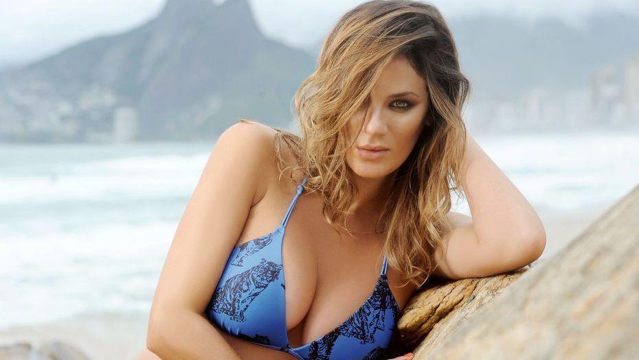 ¡Súper sexy! Pampita posó en bikini en Ibiza
