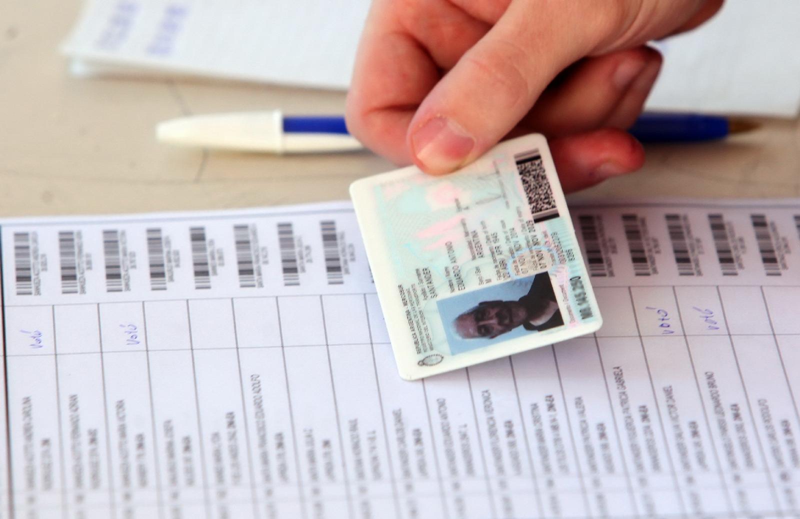 Qué documentos son válidos para votar este domingo en las Paso