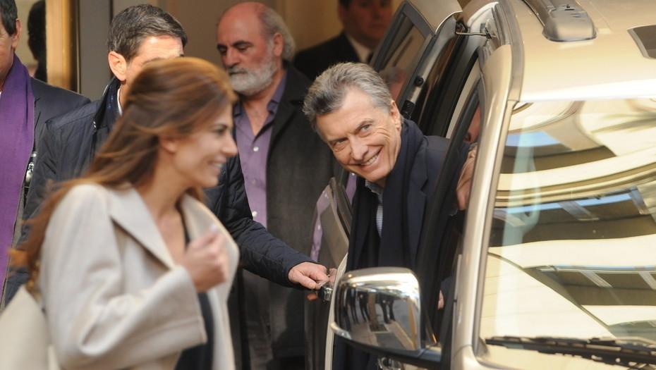 Operaron a Macri de la rodilla por tercera vez