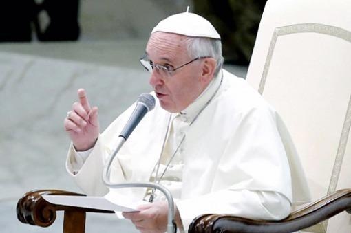 Papa pide liberar al mundo de la