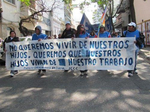 Movimientos sociales marchan contra el Gobierno a seis días de las urnas