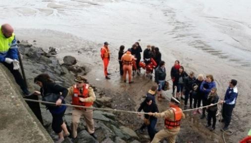 Un catamarán con 123 personas a bordo se encalló en Olivos