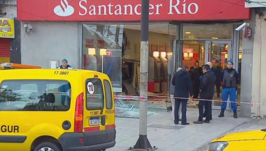 Hicieron explotar un cajero para robarse el dinero en Wilde