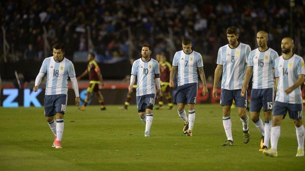 Venezuela empata 1-1 a Argentina y lo complica
