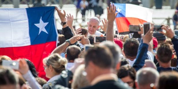 Cinco iglesias fueron atacadas en Chile y amenazan al papa Francisco