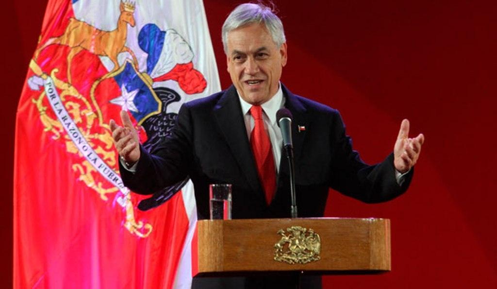 Sebastián Piñera condenó atentados a templos católicos en la capital