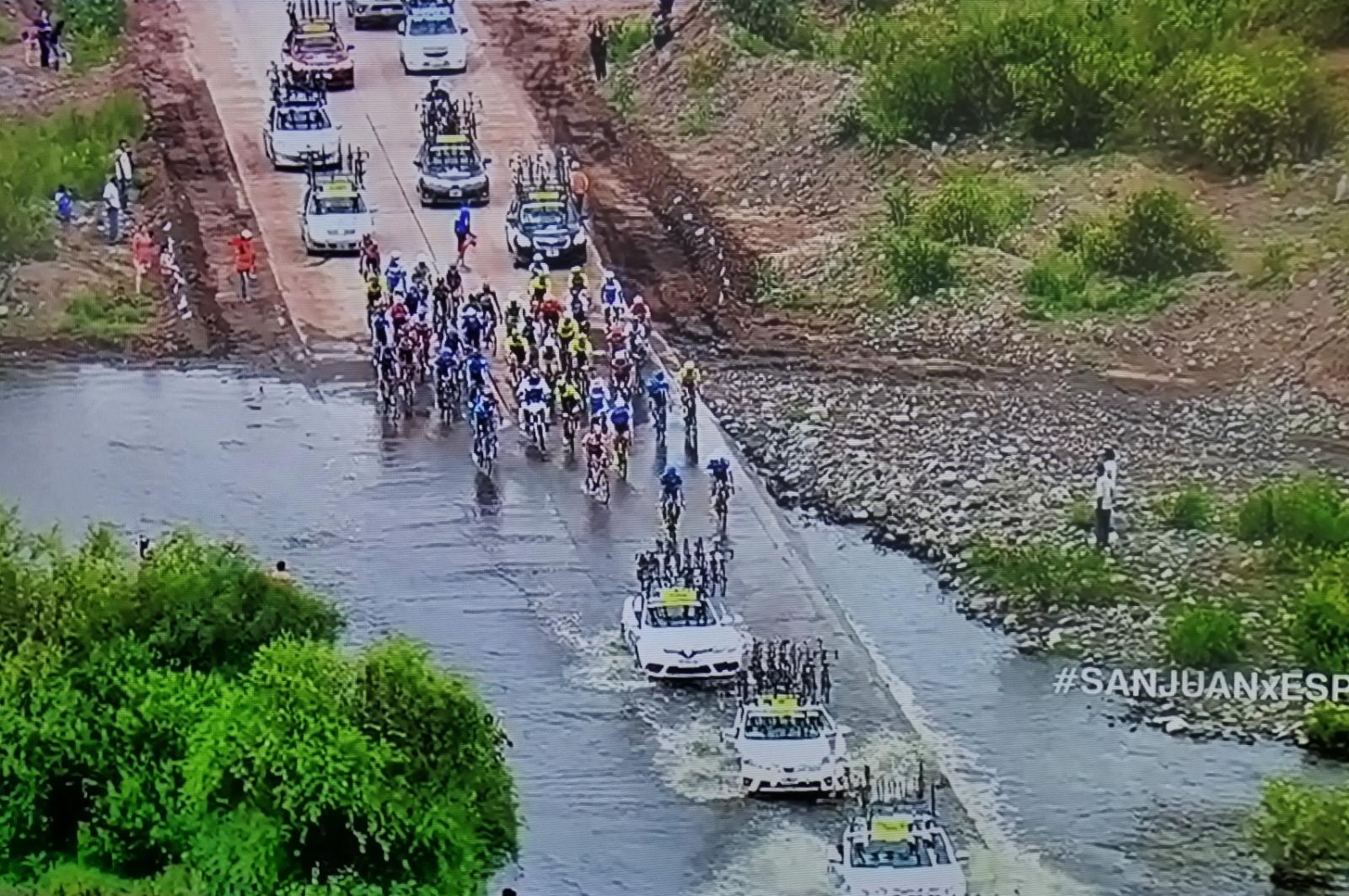 Fernando Gaviria sufre caída y abandona la Vuelta a San Juan