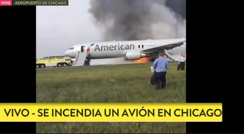 En plena pista se incendia un avión en Chicago