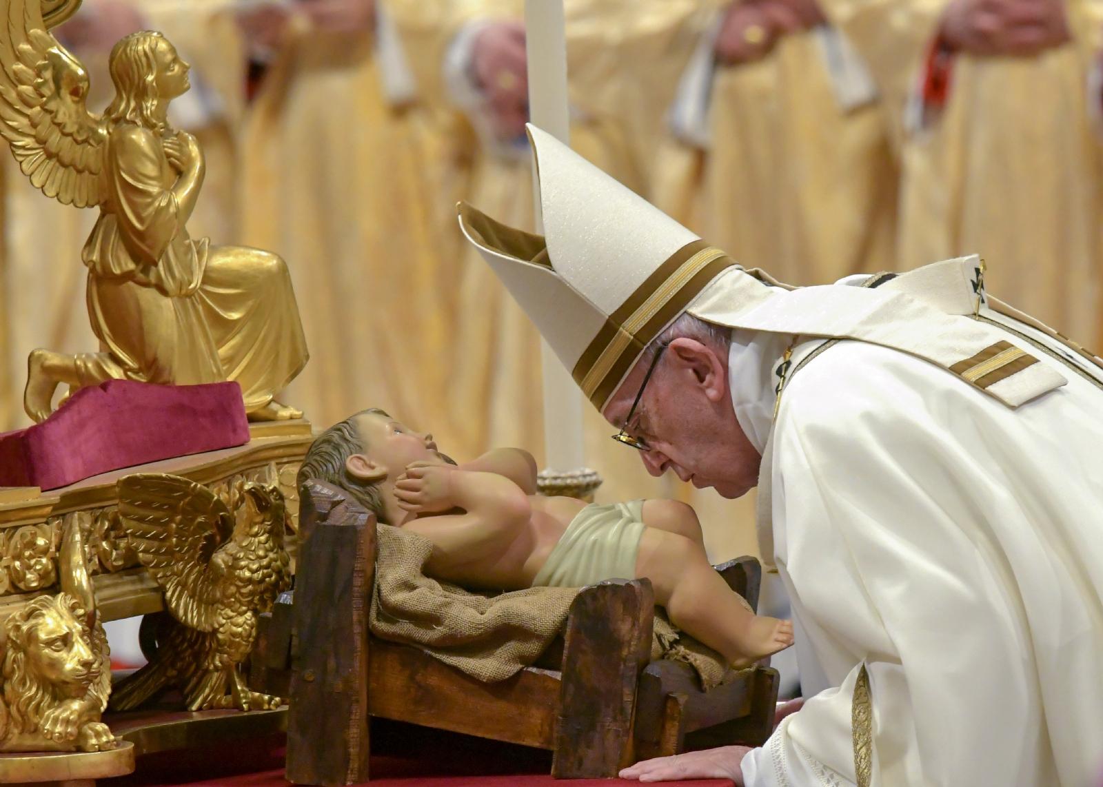 Papa Francisco celebra 'misa de Gallo' en la Basílica de San Pedro