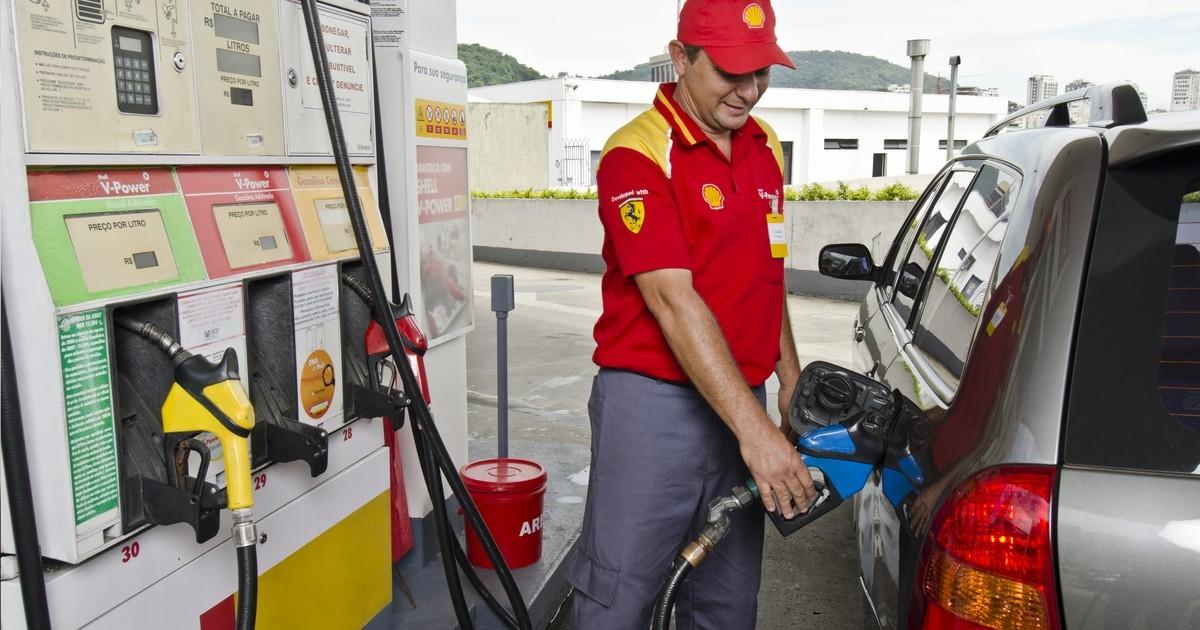 """A partir del lunes, YPF bajará el precio de la nafta"""""""