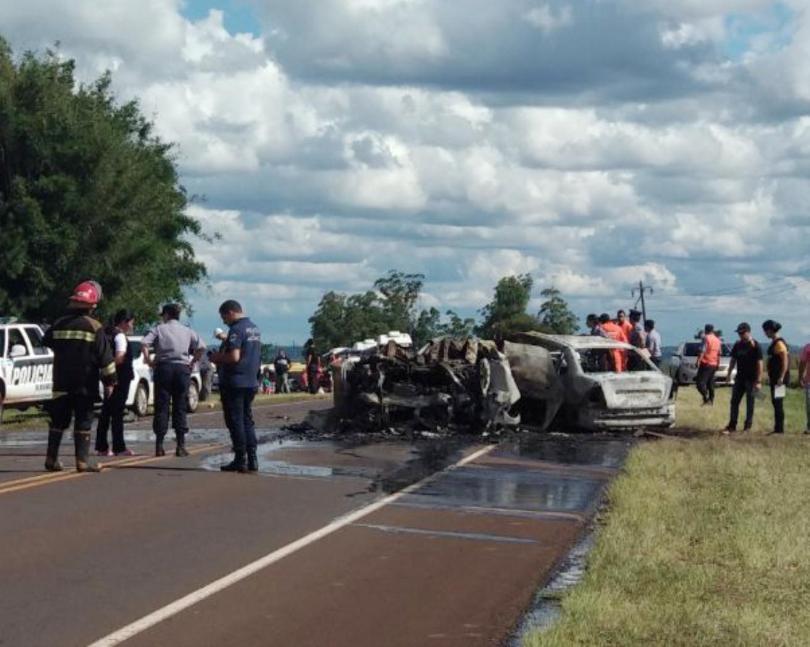 10 muertos en un choque entre un auto y una camioneta — Misiones