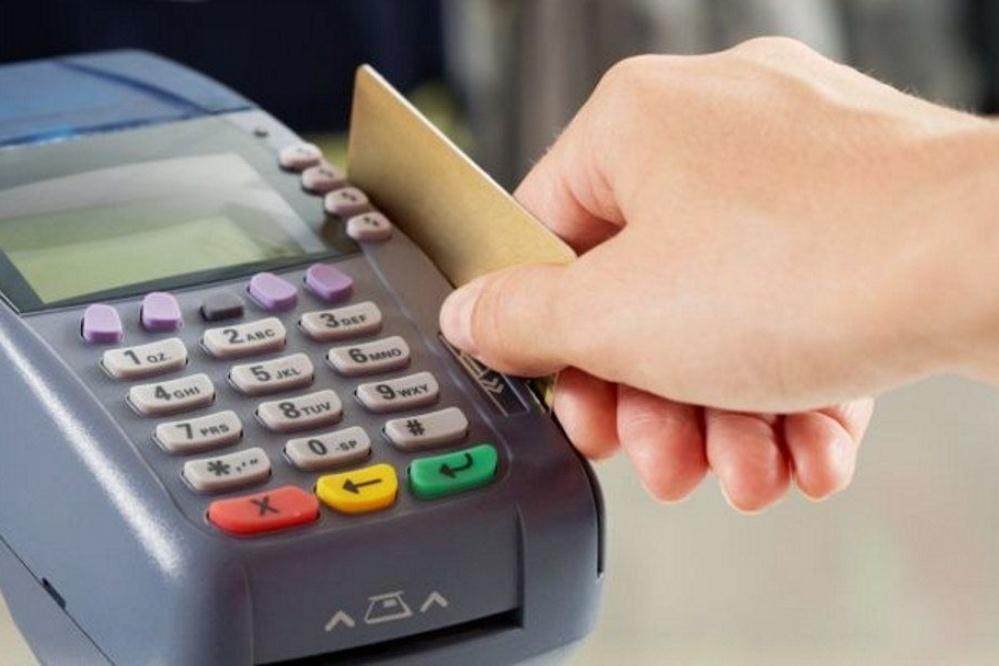 Todos los comercios están obligados a aceptar el débito — Desde este domingo