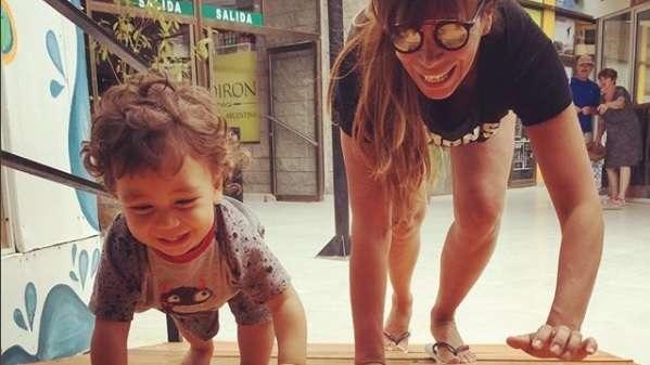 Revuelo por la foto de Ximena Capristo amamantando a su hijo