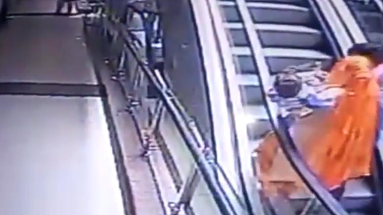 #Video Bebé muere tras caerse por las escaleras de un Centro Comercial