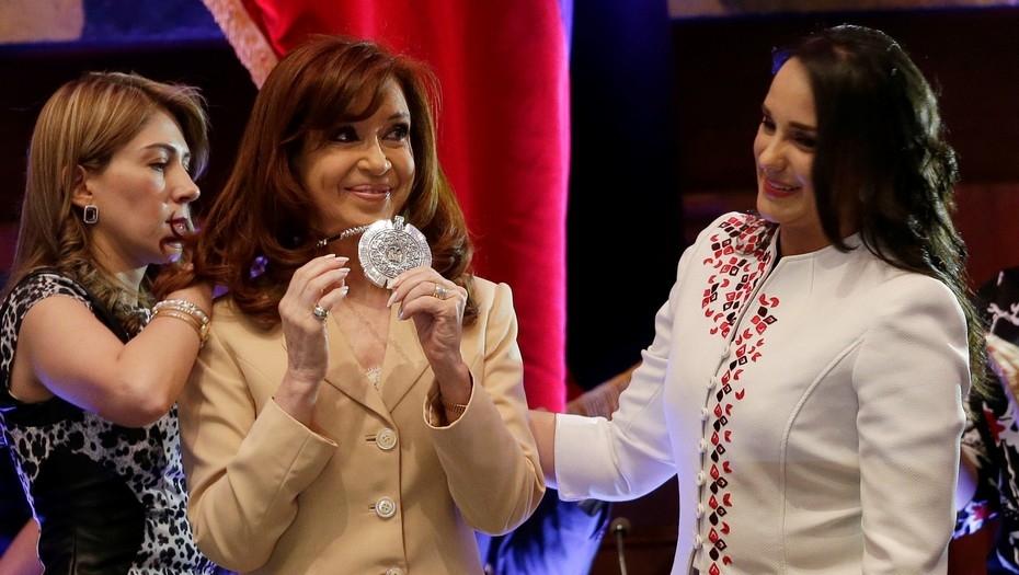 Le sacan la condecoración ecuatoriana a Cristina Kirchner