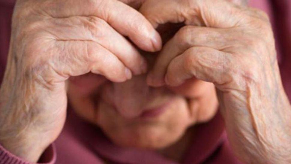 Golpearon, violaron y empalaron a una mujer de 93 años
