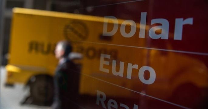 El dólar baja en el Banco Nación y se vende a $57,50