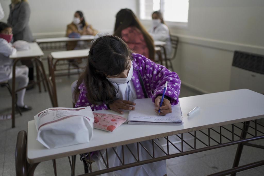6.500 chicos vuelven a las clases presenciales — CABA