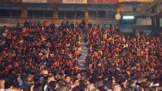 Chayanne dio todo en el escenario e hizo delirar a miles de sanjuaninas