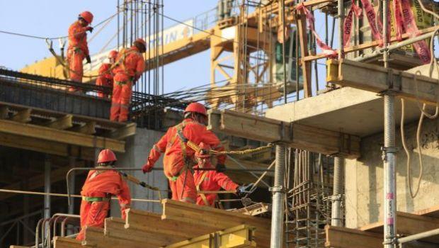 En noviembre cayó la actividad industrial y la construcción