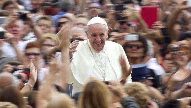"""Francisco criticó a los """"delincuentes"""" que quieren cobrar las audiencias generales"""