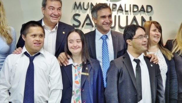 Carla, Rodrigo y Mauricio, los jóvenes que hoy dan ejemplo de inclusión en la municipalidad de la Capital