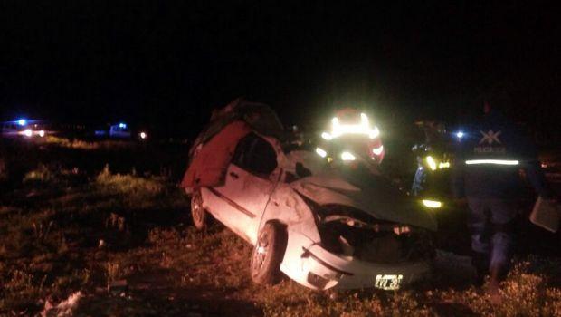 Un muerto y cuatro heridos al volcar un automóvil en la ruta 3