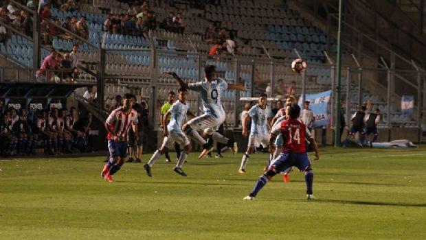 Argentina goleó a Paraguay y pasó a semifinales