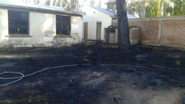 Se quemaron dos aulas de la escuela Superior La Capilla de Villa Calingasta
