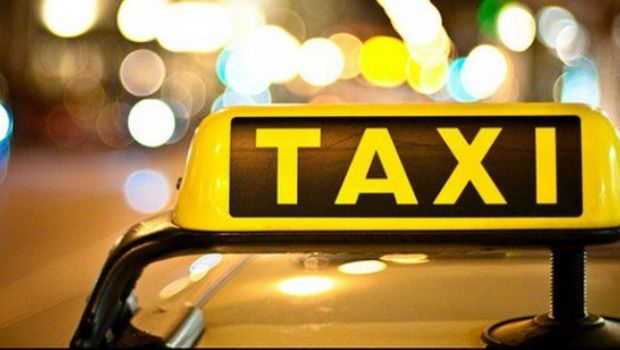 Una joven se tiró de un taxi para evitar ser violada