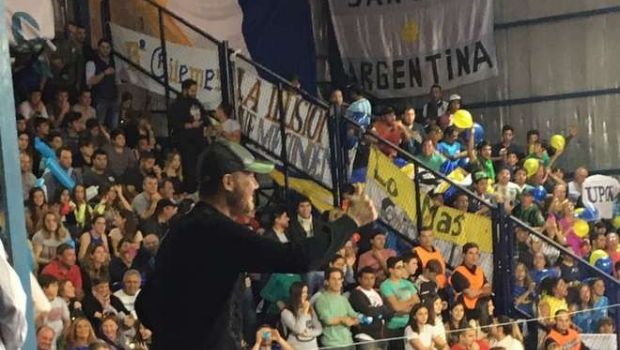 Alejado del fútbol, Tinelli fue a alentar a Bolívar ante UPCN