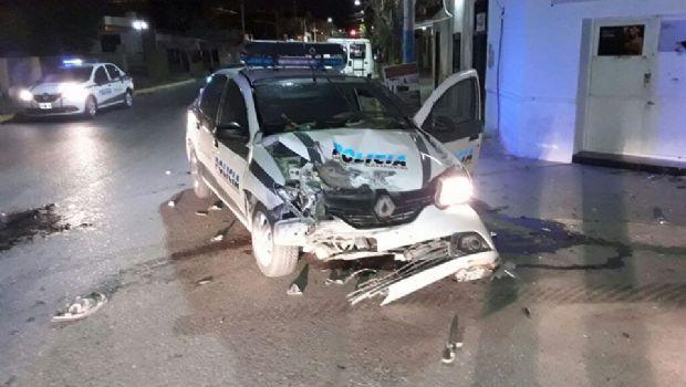 Rawson: chocaron a un móvil policial y destruyeron la trompa del vehículo