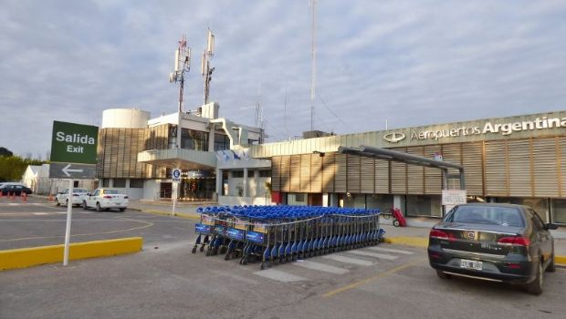 Demoraron en el aeropuerto a un alumno sanjuanino por llevar una pipa en el bolso
