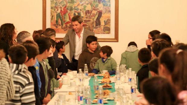 83 alumnos de la escuela Mariano Iannelli de Caucete desayunaron con Uñac