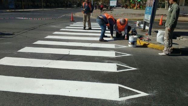 El arte sigue avanzando en las sendas peatonales de las calles de Capital