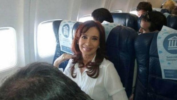 Por problemas con los vuelos, Cristina no votará este domingo