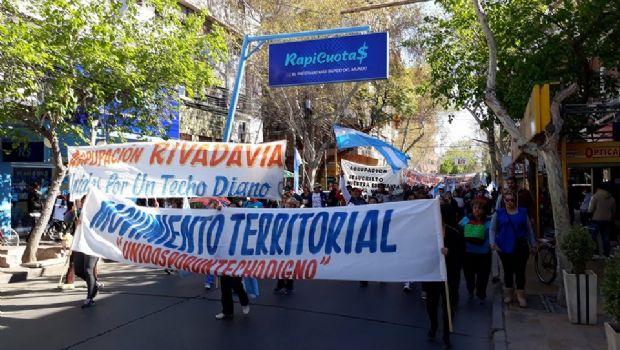 Agrupaciones sociales marcharon por el microcentro contra políticas nacionales