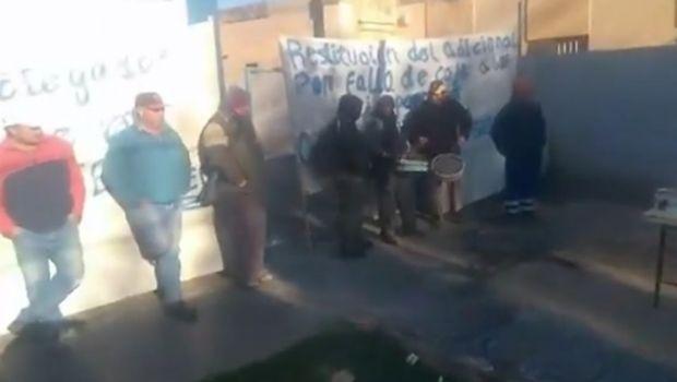 Por un reclamo salarial paralizaron el municipio de Caucete