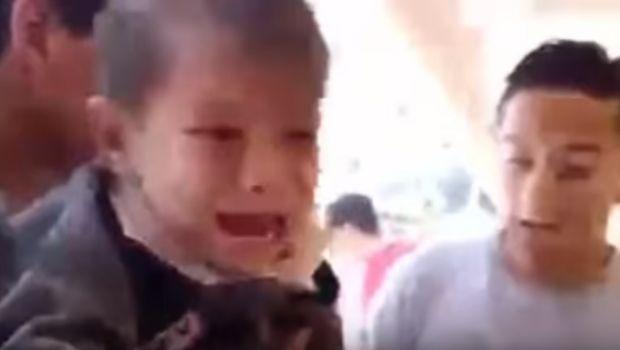 Video: rescataron a dos niños entre los escombros