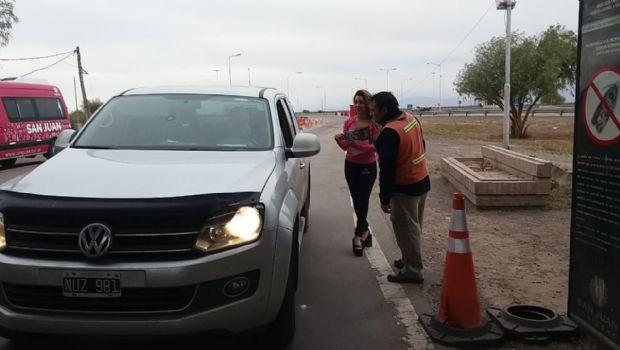 Promotoras reciben a los turistas con toda la info para conocer San Juan